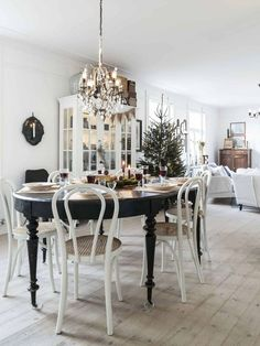 This is such an idyllic family home in Sweden. Festive decor so harmoniously blended with the Scandinavian design that almost every photo can be printed ✌Pufikhomes - source of home inspiration Decor, Interior, Home, Dining Room Design, Christmas Table Centerpieces, Modern Country Living, Fresh Farmhouse, Home And Living, Swedish House