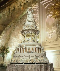 Merry go round cake Extravagant Wedding Cakes, Beautiful Wedding Cakes, Beautiful Cakes, Amazing Cakes, Amazing Art, Extreme Cake Makers, Extreme Cakes, Royal Cakes, White Cakes