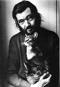 Julio Cortazar - Julio Cortázar was an Argentine novelist, short story writer, and essayist. Known as one of the founders of the Latin American Boom, Cortázar influenced an entire generation of Spanish-speaking readers and writers in the Americas a Crazy Cat Lady, Crazy Cats, I Love Cats, Cool Cats, Men With Cats, Animal Gato, Foto Portrait, Writers And Poets, Book Writer