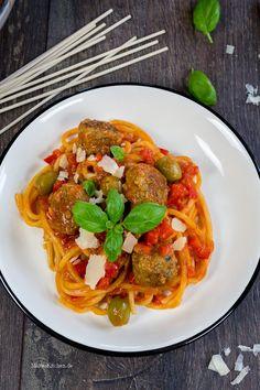 Fleischklößchen mit Spaghetti & Tomaten-Paprika-Sauce. | malteskitchen.de