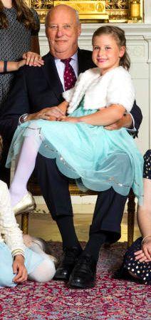 Emma Behn avec son grand père le roi Harald,  Février 2017, Photos officielles pour les 80 ans du Roi et de la Reine de Norvège