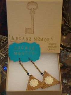 Vintage Moon, Sale Store, Eye For Detail, Cool Eyes, Finding Yourself, Vintage Outfits, Jewelry Design, Boxes, Packaging