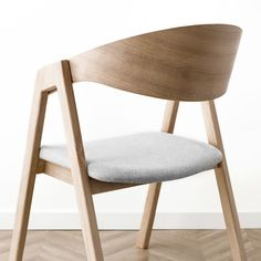 Cafe Chairs, Dining Table Chairs, Unique Furniture, Furniture Design, Scandinavian Chairs, Chair Design Wooden, Restaurant Interior Design, Furniture Inspiration, Upholstered Chairs