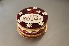 Fraisier Speciaal Piece Of Cakes, Mousse, Desserts, Food, Tailgate Desserts, Meal, Dessert, Eten, Meals
