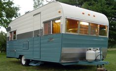 Blue-silver-white | 1964 Shasta Model 20 | tiny trailer - vintage camper - caravan <O>
