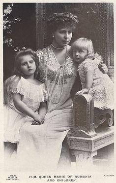 "Crownprincess Marie of Romania and children, Princess Marie ""Mignon"", later Queen of Yugoslavia and Prince Nicolae. Princess Alexandra, Princess Beatrice, Prince And Princess, Romanian Royal Family, Greek Royal Family, Queen Victoria Children, Princess Victoria, History Of Romania, Adele"