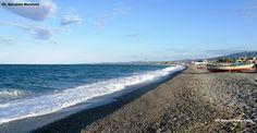 Dopo il cattivo tempo per non perdere il sole autunnale si deve andare al mare sulla spiaggia dei pescatori! Ph. Salvatore Martilotti
