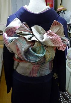 very nice!!  Some of the modern patterns for tying obi are quite striking.  This is one.