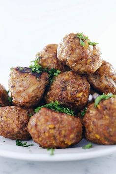 These butternut breakfast meatballs are for all you egg-free Paleo + folks! The perfect make ahead breakfast for easy mornings during a busy week! Whole 30 Breakfast, Make Ahead Breakfast, Sausage Breakfast, Paleo Breakfast, Breakfast Time, Breakfast Recipes, Breakfast Frittata, Free Breakfast, Breakfast Ideas