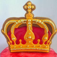 47 отметок «Нравится», 3 комментариев — ольга гладких (@olegra7) в Instagram: «Корона для коронации!  #имбирныепряникикараганда #пряникиназаказкараганда #пряникикараганда…»