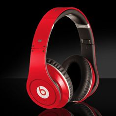 Red Limited Beats Studio headphones are designed to pay attention to the appearance and quality of the user segmentation, sufficient flamboyant appearance, the details of the work did not occupy a disadvantage compared with the same type of product. On the details of the deal, Limited Beats Studio headphones consider more comprehensive, can change line design and a wealth of accessories to meet the users in different contexts of use.