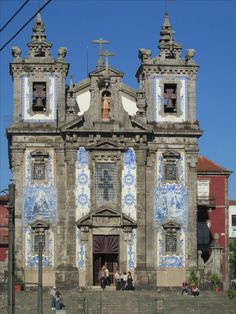 Blue and white tiles decorating many buildings in Porto