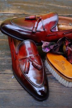 """Magnifico"" A new Patina by Dandy Shoe Care for a gentleman from Hong Kong: Mr:L. An elegant way to combine together 7 shades of Brown and 7 shades of Burgundy. Suit Shoes, Men's Shoes, Shoe Boots, Shoes Men, Mens Fashion Wear, Fashion Shoes, Men's Fashion, Suit Accessories, Derby"