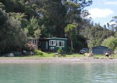 ohiwaheaven in Ohiwa Harbour The Beautiful Country, Beautiful Homes, Beautiful Places, Villas, Small Beach Houses, New Zealand Architecture, Treehouse Cabins, Old Cottage, Beach Shack