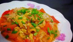 Easy-to-prepare mushroom recipe: scrambled eggs with tomatoes and Enoki mushrooms