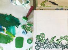 "325 To se mi líbí, 5 komentářů – Jeanne McGee (@jeannemcgeeart) na Instagramu: ""Printing onto reclaimed wood...spring greens! #surfacepatterndesign #dspattern #stamping…"""