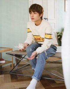 he looks so confused Jeonghan, Wonwoo, Seungkwan, Hoshi, Hip Hop, Shenzhen, Vernon, Kpop, Seventeen Junhui