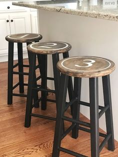 20 farmhouse bar stools to make your house look vintage and awesome! Painted Bar Stools, Diy Bar Stools, Diy Stool, Kitchen Stools, Farmhouse Style Bar Stools, Farmhouse Table, Farm House Bar Stools, Bar Stool Makeover, Home Bar Cabinet