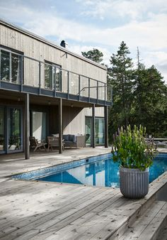 Cabins In The Woods, House In The Woods, My House, Beach Villa, Pool Designs, Future House, Beautiful Homes, Architecture Design, Swimming Pools