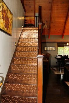 House in Lake Arrowhead, United States. Located 0.2 miles from Lake Arrowhead Village and on county-plowed roads you are assured ease of access any time of year. Level off-street driveway parking for 3 cars and level access to the front door and main level provide accessibility for all,...