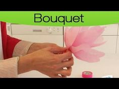 La confection de fleurs en papier de soie - YouTube