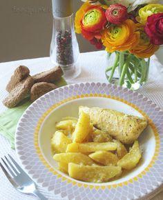Ένα εύκολο φαγητό σας έχω σήμερα, που ελπίζω να γίνει και δικό σας αγαπημένο: φιλέτο στήθος κοτόπουλο στο φούρνο με πατάτες. Ξέρω τι σκέφτεστε: μα καλά, το φιλέτο κοτόπουλο δεν ξεραίνεται στο φούρν… Lemon Chicken, Junk Food, Potatoes, Cheese, Drink, Beverage, Potato, Drinking