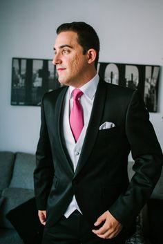 La corbata tradicional es mas sobria que las recientes creaciones con nudos…
