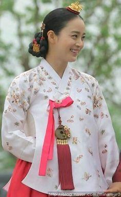 [장옥정, 사랑에 살다]Jang Ok-jung, Living by Love(Hangul:장옥정, 사랑에 살다;RR:Jang Ok-jeong, Sarang-e salda) is a 2013 South Korean historical television series, starringKim Tae-hee,Yoo Ah-in,Hong Soo-hyunandJae Hee. It is about Jang Ok-jung, the real name ofJang Hui-bin, a royal concubine during theJoseon Dynastywho became infamous for her hunger for power and ruthless plotting before she was sentenced to death. Based on the 2008chick litnovel by Choi Jung-mi, it is a reinterpretation of…