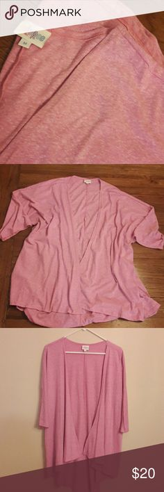 LulaRoe Lindsay Kimono Pretty Pink Lindsay, Gently Used Condition!  Size Medium LuLaRoe Sweaters