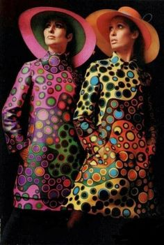 Jeanne Lanvin Colourful fashion designs The fashion trends lead to lots of psychedellic prints and patterns, designers played with bold colors and Moda Vintage, Vintage Chic, Moda Retro, Vintage Mode, Looks Vintage, Vintage Inspired, 60s And 70s Fashion, Fashion Mode, Vintage Fashion