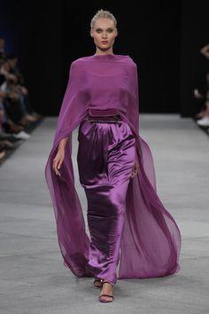 Veronica - My site Couture Fashion, Hijab Fashion, Runway Fashion, Fashion Dresses, Womens Fashion, Fashion Trends, Purple Fashion, Look Fashion, Fashion Show