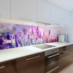 Kücheneinrichtung modern kitchen in white and brown with glass back with purple flowers Vacuums Indu Kitchen Room Design, Interior Design Kitchen, Kitchen Decor, Glass Kitchen, Kitchen Tiles, Kitchen Cabinets, Cupboard Lights, Splashback, Küchen Design