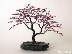 Blossom❀ ❀Cherry asymétrique perlée bonsaï ~  Hauteur: 4,25-4.5 Largeur: 4,5-5» Délai: 2 à 6 semaines (tout approximatif)  Tant de beauté est compacté dans cette sculpture mini fleur de cerisier! Ce serait parfait pour quelquun qui a très peu d'espace car il s'adapte à merveille sur un rebord de fenêtre ou une petite étagère.  Cette liste est pour une commande sur mesure / sur arbre de commande. L'arborescence exacte de la photo est vendu. Un autre arbre similaire, mais toujours ori...