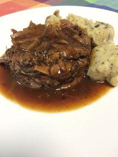 Galta de cerdo rellena de Ceps y trufa. Steak, Pork, Drinks, The World, Stuffed Pork, Plate, Truffles, Kale Stir Fry, Drinking