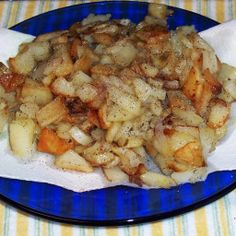 This is a favorite at our house, and I make these at least once a week. Onions are optional, but a sweet white onion chopped and fried with the potatoes gives the potatoes a special flavor. My husband Country Fried Potatoes, Fried Potatoes Recipe, Onion Recipes, Potato Recipes, Vegetable Recipes, Veggie Meals, Potato Side Dishes, Vegetable Side Dishes, Smothered Potatoes