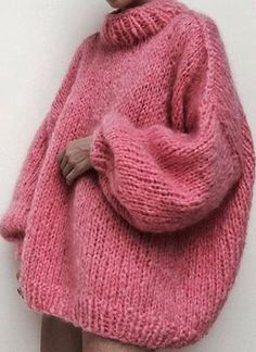 There is 0 tip to buy sweater, pink sweater, jumper, wool sweater. Help by posting a tip if you know where to get one of these clothes. Pull Rose, Happy International Women's Day, Looks Style, Mode Inspiration, Mode Style, Ladies Day, Sweater Weather, Pulls, Autumn Winter Fashion
