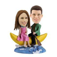 The married life is like a journey in the sea. The new couple experience the ups and downs and share the joy and misfortune on the way. This personalized couple bobbleheads set is designed with this meaning. It depicts a couple rowing a banana boat on the choppy sea and enjoying the delightful journey. Details like the wreath on the wife's neck and the waves on the sea are delicately crafted by the skilled sculptors.