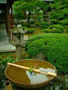 "Suikinkutsu bowl at Enkoji ""an instrument to make drips of water sound like a small bell"". A wonderful temple, a must-see 圓光寺"