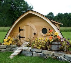 Image on The Owner-Builder Network  http://theownerbuildernetwork.co/easy-diy-projects/diy-projects-for-pets/chicken-coop-projects-2/