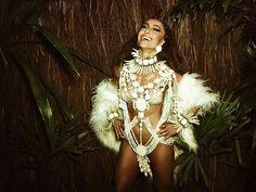Bom dia com mais uma novidade quente sobre o Baile da Vogue que acontece no dia 16.02 no @hotelunique: a apresentadora @sabrinasato fará as vezes de mestre de cerimônia da noite ao lado do nosso colunista @brunoastuto. Outros detalhe da edição 2017 da mais concorrida festa de Carnaval de São Paulo você confere em vogue.com.br - ou clicando no link da bio. #bailedavogue #bailedavogue2017  via VOGUE BRASIL MAGAZINE OFFICIAL INSTAGRAM - Fashion Campaigns  Haute Couture  Advertising  Editorial…