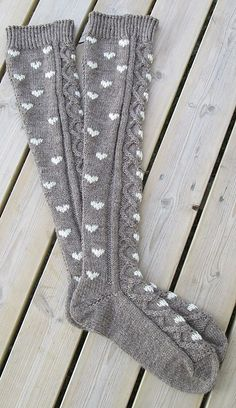 Ravelry: knea's Pitkät sydänsukat My Socks, Cool Socks, Warm Socks, Knitting Socks, Hand Knitting, Knit Socks, Crochet Woman, Knit Crochet, Cc Fashion