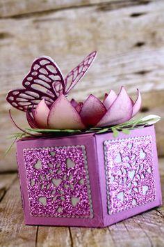 Butterfly Box, Window Box Thinlits, Butterfly Basic Thinlits, Botanical Builders Thinlits, Festive Flower Punch, Stampin' Up!, #rickadkins, #rckinsmonstudio, OSAT blog hop