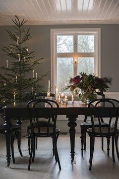 Christmas Flowers, Noel Christmas, Merry Little Christmas, Modern Christmas, Scandinavian Christmas, Simple Christmas, Christmas Decorations, Christmas Ideas, Christmas Cards