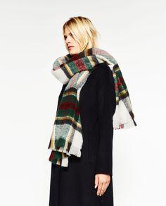Image 1 de FOULARD À CARREAUX SUPER SOFT de Zara
