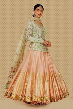 Lehenga kurta is a wonderful wedding outfit that looks dazzling. Here are the 15 Lest Lehenga kurta designs in India for Choli Designs, Lehenga Designs, Kurta Designs, Saree Blouse Designs, Sari Design, Designer Kurtis, Kurta Lehenga, Sarees, Sharara