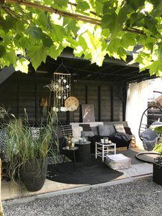 binnenkijken bij wendy_studiozinnig - Onze buitenkamer onder de nieuwe overkapping, zomers genieten!