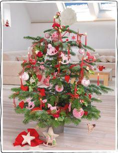Langsam wird es Zeit für die ersten Weihnachtsdekorationen. In diesem Sinne haben wir auf unserem Blog ein erstes Adventstürchen geöffnet, hinter dem sich unter anderem diese Anleitung versteckt :-) Außerdem Anleitungen für ein Kreuzstich-Weihnachts-Häschen, einen schnellen Hängekranz für den Advent, … weiterlesen