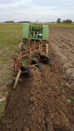 Tractor Plow, New Tractor, John Deere Equipment, Old Farm Equipment, Old Tractors, John Deere Tractors, Sprint Car Racing, Tractor Implements, Agriculture