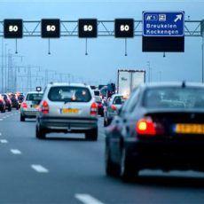 Sembra strano parlare di traffico d'auto in Olanda, ma nei periodi festivi, tra pendolari e lavoratori che vanno in vacanza, le autostrade olandesi, si affollano. Più traffico sulle strade olandesi, ogni 23 dicembre (nel periodo pre-festivo), il traffico si congestiona, del 12% quest'anno rispetto al 2015, l'organizzazione automobilistica Olandese ANWB ha rialsciato venerdì questa nota. > L'aumento è dovuto... Party