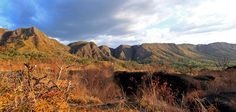 Montanhas que cercam a Chapada dos Veadeiros, em Goiás